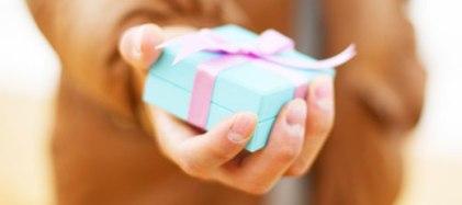 gift-hand-520